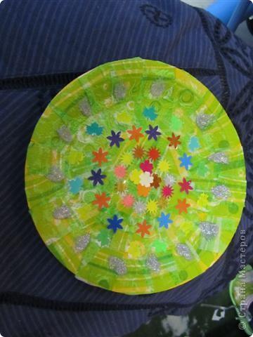 Обклеивали с детьми пластиковые тарелочки салфетками и вот что получилось фото 3