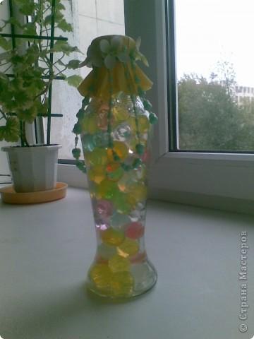 Для того, чтобы сделать такую бутылочку никакого мастерства, конечно, не нужно, но она мне так понравилась, такая веселенькая получилась, что я решила ее все-таки показать)))) Во всех ракурсах))) фото 2