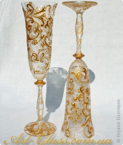 Свадебные бокальчики с золотыми кренделями. фото 1