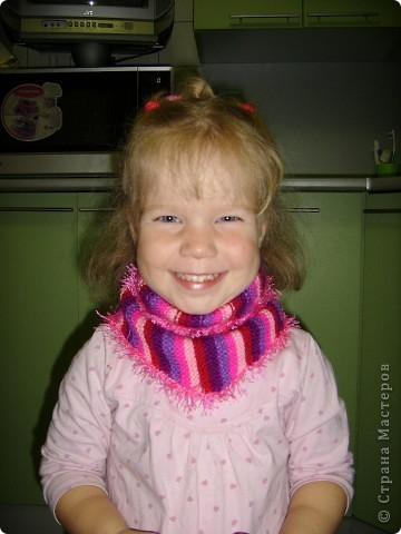В прошлом году я связала себе бактус.Очень удобная и теплая шейная косынка-шарф.Носила с удовольтвием. А вот такой бактус связала я недавно для дочки на осень. Решила сделать без завязок, на пуговке фото 3