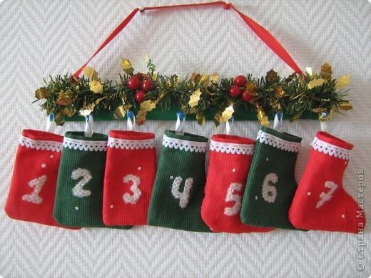 На этих маленьких валенках снежинки написали числа от 1 до 7: первые дни нового года, когда каждый день ждёшь чуда. Наполните их по своему вкусу так, чтобы глазки ваших детей горели счастьем! фото 1