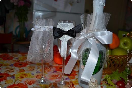 Вот такое украшение сделали сами на машины, жених и невеста, невеста с фатой и короной, жених с цилиндром и бантом) фото 3