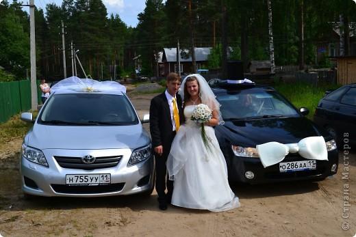 Вот такое украшение сделали сами на машины, жених и невеста, невеста с фатой и короной, жених с цилиндром и бантом) фото 1