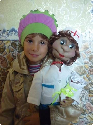 вот такую куколку мы подарили доктору которая будет через два месяца принимать у нас роды фото 2