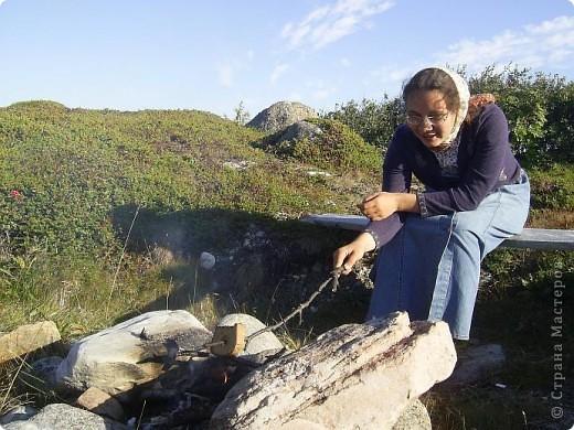 Месяц назад моя дочь ездила на Соловецкие острова к Белому морю. Соловецкий моностырь, и всё, что с ним связано - это очень интересно, но я хочу поделиться с вами тем, что поразило меня больше всего - красота северной природы. Мне, как жителю средней полосы, просто покоя не давали эти пейзажи, когда я их увидела на фото......Посмотрите вместе со мной! Итак, дочь с подругой поехали на велосипедах на южный край острова....... фото 12