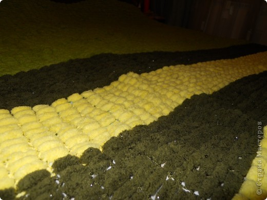 Плед из пряжи mulbery. вязала долго и ушло 50 моточков.  фото 2