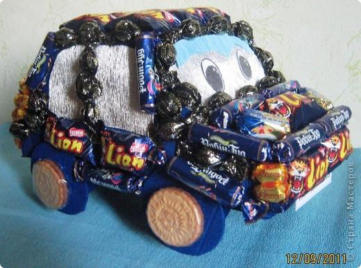 Вот такая получилась машинка мальчику на 8 год. фото 1