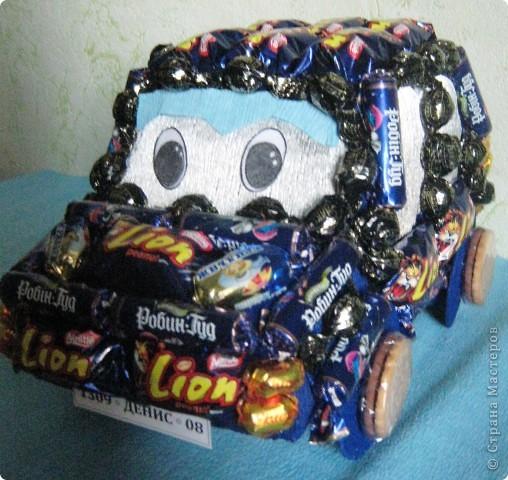 Вот такая получилась машинка мальчику на 8 год. фото 2