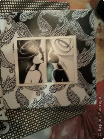 Продолжение темы черно-белых открыток)) Это уже разворот...Немного переборщила с элементами, ну очень уж моей подружке хотелось перья))))) фото 2