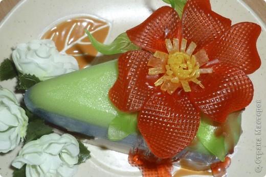 Изготавливала 3 часа, фактура цветка с пластиковой одноразовой тарелки. фото 2