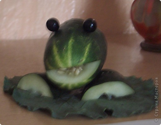 Лягушонок из огурца фото 3