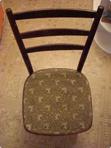 Наконец-то мы сделали ремонт в кухне. Теперь старые стулья совсем не подходили к новой кухне и я решила, что это прекрасная возможность потворить. Весь процесс был заснят поэтапно, выкладываю  с комментариями. Вот такие они сейчас фото 2