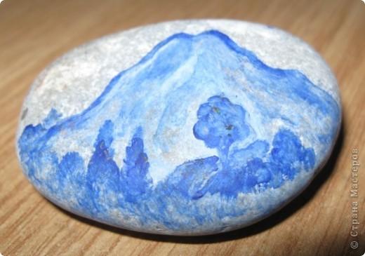 Захотелось порисовать на камешках... в Крыму это не проблема, потому что камней везде полно, а краски я притащила вместе с остальной мастерской... фото 4
