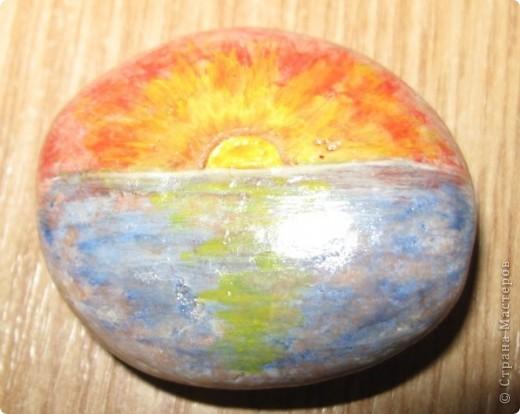 Захотелось порисовать на камешках... в Крыму это не проблема, потому что камней везде полно, а краски я притащила вместе с остальной мастерской... фото 10