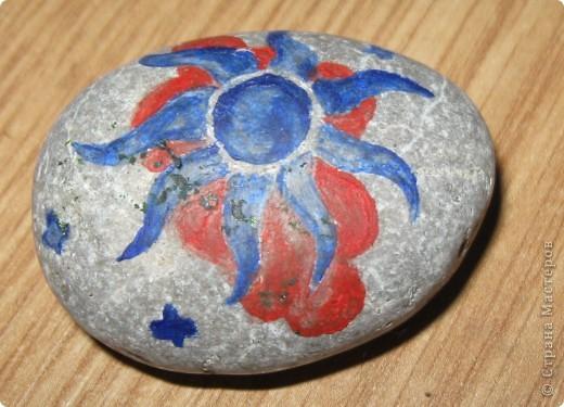 Захотелось порисовать на камешках... в Крыму это не проблема, потому что камней везде полно, а краски я притащила вместе с остальной мастерской... фото 6