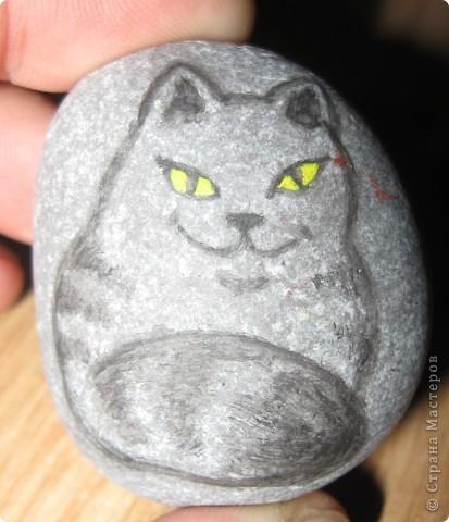 Захотелось порисовать на камешках... в Крыму это не проблема, потому что камней везде полно, а краски я притащила вместе с остальной мастерской... фото 9