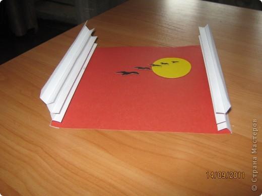 Бумажный туннель - палочка-выручалочка  для любой выставки или мероприятия. Получается красиво,интересно и делать с детьми не очень сложно.Мне вот только не очень нравились боковины гармошкой,поэтому я их видоизменила.   Покажу,как это сделать. фото 13