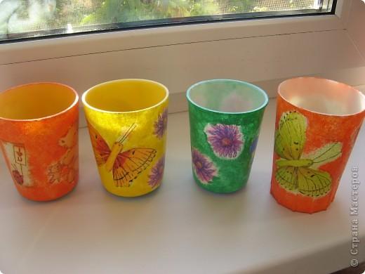 """Вот такие стаканчики для салфеточек были сделаны для группы моей дочери в детский садик. Изначально это были обычные советские желтые (когда-то) пластмасовые стаканчики, позже они приобрели непонятный цвет. И было принято решение их """"окультурить"""". Судить вам что из этого вышло.... Всего 12шт. фото 2"""