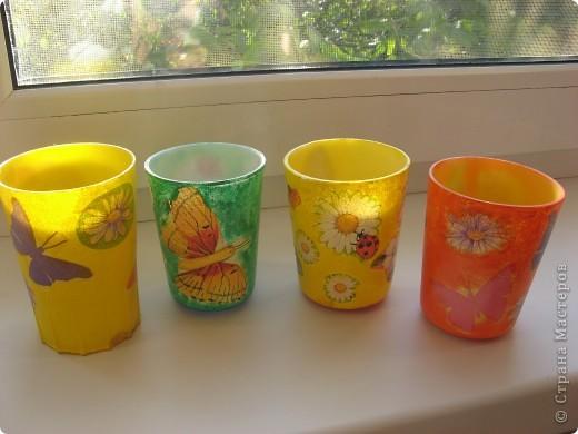 """Вот такие стаканчики для салфеточек были сделаны для группы моей дочери в детский садик. Изначально это были обычные советские желтые (когда-то) пластмасовые стаканчики, позже они приобрели непонятный цвет. И было принято решение их """"окультурить"""". Судить вам что из этого вышло.... Всего 12шт. фото 5"""