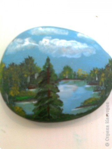 Это первая попытка росписи камня.Размер 8 см х 6 см.