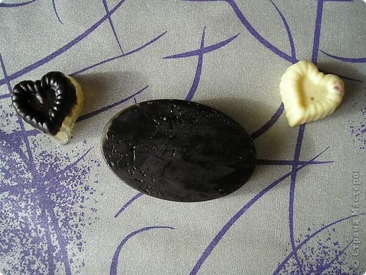 Мыло сердечки.  Мыло с цветами - ромашка, календула, а маленькие сердечки  с маслом какао и шоколадом. фото 2