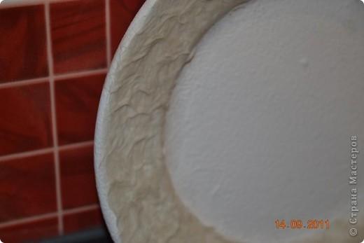 Понадобиться: Тарелки Клей ПВА Аква-лак Салфетки  Полоски меха  Шпагат натуральный Краски контурные Краски акриловые черная и серебо Белая краска водоимульсионная Гуаш  фото 4