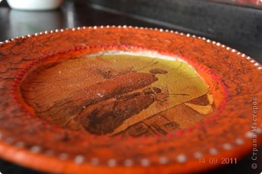Понадобиться: Тарелки Клей ПВА Аква-лак Салфетки  Полоски меха  Шпагат натуральный Краски контурные Краски акриловые черная и серебо Белая краска водоимульсионная Гуаш  фото 22