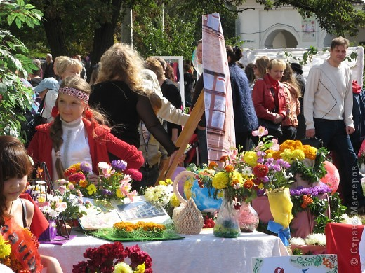 Каждый год в начале сентября в городе Белая Церковь проходит День города и так называемый Праздник цветов. Приглашаю всех желающих насладится красивым зрелищем к которому мастера готовятся целый год. фото 54