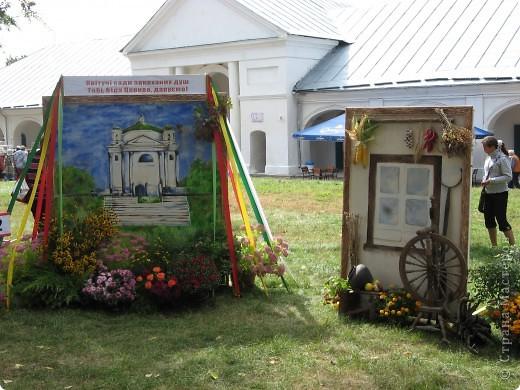 Каждый год в начале сентября в городе Белая Церковь проходит День города и так называемый Праздник цветов. Приглашаю всех желающих насладится красивым зрелищем к которому мастера готовятся целый год. фото 56