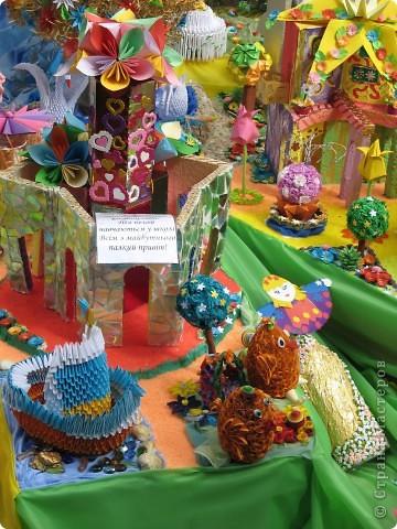 Каждый год в начале сентября в городе Белая Церковь проходит День города и так называемый Праздник цветов. Приглашаю всех желающих насладится красивым зрелищем к которому мастера готовятся целый год. фото 58