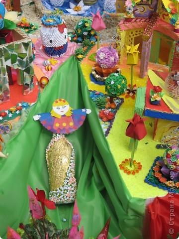 Каждый год в начале сентября в городе Белая Церковь проходит День города и так называемый Праздник цветов. Приглашаю всех желающих насладится красивым зрелищем к которому мастера готовятся целый год. фото 60