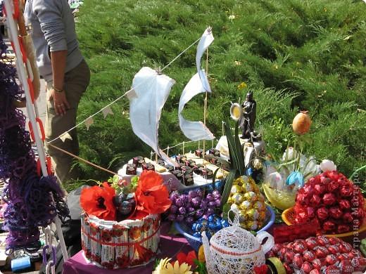 Каждый год в начале сентября в городе Белая Церковь проходит День города и так называемый Праздник цветов. Приглашаю всех желающих насладится красивым зрелищем к которому мастера готовятся целый год. фото 41