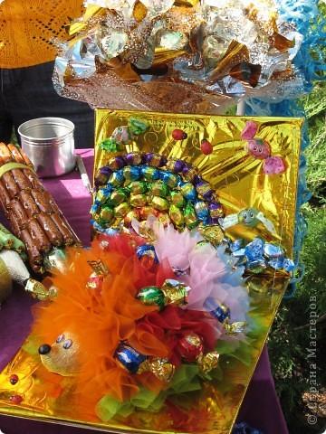 Каждый год в начале сентября в городе Белая Церковь проходит День города и так называемый Праздник цветов. Приглашаю всех желающих насладится красивым зрелищем к которому мастера готовятся целый год. фото 40