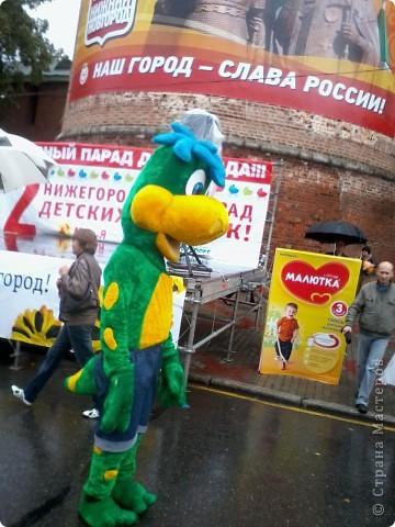 11 сентября был праздник.В Нижнем Новгороде отмечалось 790-летие.Раньше не могла выложить, так как довязывала бактус.В этот день мы с дочкой поехали на площадь Минина и Пожарского.Там был концерт,продавали разные поделки,показывали изделия из хлеба,выставка игрушек из воздушных шариков. фото 3