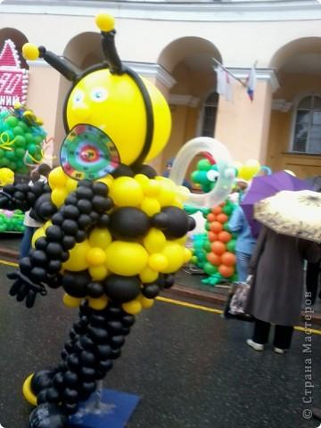 11 сентября был праздник.В Нижнем Новгороде отмечалось 790-летие.Раньше не могла выложить, так как довязывала бактус.В этот день мы с дочкой поехали на площадь Минина и Пожарского.Там был концерт,продавали разные поделки,показывали изделия из хлеба,выставка игрушек из воздушных шариков. фото 4