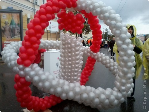 11 сентября был праздник.В Нижнем Новгороде отмечалось 790-летие.Раньше не могла выложить, так как довязывала бактус.В этот день мы с дочкой поехали на площадь Минина и Пожарского.Там был концерт,продавали разные поделки,показывали изделия из хлеба,выставка игрушек из воздушных шариков. фото 5