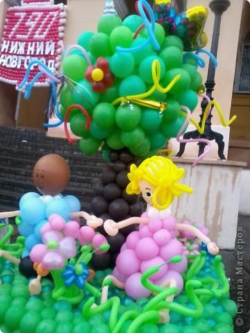 11 сентября был праздник.В Нижнем Новгороде отмечалось 790-летие.Раньше не могла выложить, так как довязывала бактус.В этот день мы с дочкой поехали на площадь Минина и Пожарского.Там был концерт,продавали разные поделки,показывали изделия из хлеба,выставка игрушек из воздушных шариков. фото 9