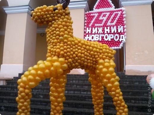 11 сентября был праздник.В Нижнем Новгороде отмечалось 790-летие.Раньше не могла выложить, так как довязывала бактус.В этот день мы с дочкой поехали на площадь Минина и Пожарского.Там был концерт,продавали разные поделки,показывали изделия из хлеба,выставка игрушек из воздушных шариков. фото 1