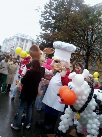 11 сентября был праздник.В Нижнем Новгороде отмечалось 790-летие.Раньше не могла выложить, так как довязывала бактус.В этот день мы с дочкой поехали на площадь Минина и Пожарского.Там был концерт,продавали разные поделки,показывали изделия из хлеба,выставка игрушек из воздушных шариков. фото 12