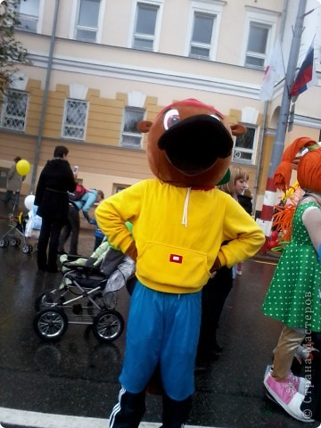 11 сентября был праздник.В Нижнем Новгороде отмечалось 790-летие.Раньше не могла выложить, так как довязывала бактус.В этот день мы с дочкой поехали на площадь Минина и Пожарского.Там был концерт,продавали разные поделки,показывали изделия из хлеба,выставка игрушек из воздушных шариков. фото 15