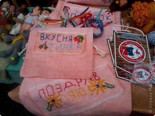 11 сентября был праздник.В Нижнем Новгороде отмечалось 790-летие.Раньше не могла выложить, так как довязывала бактус.В этот день мы с дочкой поехали на площадь Минина и Пожарского.Там был концерт,продавали разные поделки,показывали изделия из хлеба,выставка игрушек из воздушных шариков. фото 23