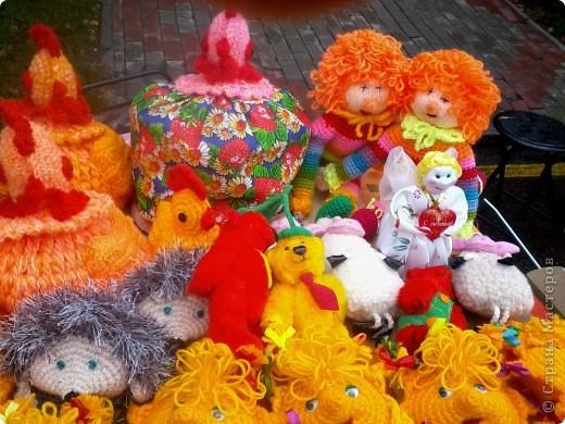11 сентября был праздник.В Нижнем Новгороде отмечалось 790-летие.Раньше не могла выложить, так как довязывала бактус.В этот день мы с дочкой поехали на площадь Минина и Пожарского.Там был концерт,продавали разные поделки,показывали изделия из хлеба,выставка игрушек из воздушных шариков. фото 41
