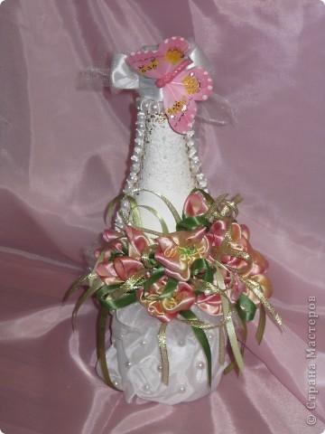 Цветочки решила сделать из атласных  лет . Низ бутылки из подкладочный ткани. фото 2