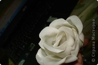 Роза из пластиковых одноразовых ложек фото 1