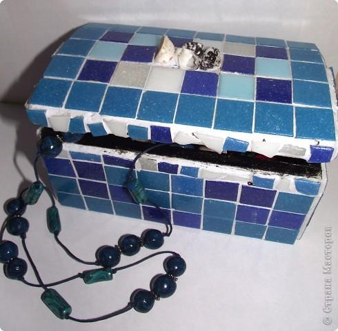 Старую не красивую шкатулку я обнавила мозаикой и ракушками! фото 1