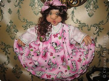 Забава .Идея слямзена у Ликмы спасибо ей. Кукла на вешалке.