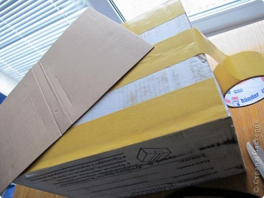 Я решила, что подруге явно не хватает в хозяйстве коробки для рукоделия. То, что это будет именно коробка, я решила точно, но вот какая она будет - долго перебирала варианты. В итоге вот что вышло.  Расскажу по этапно, может, кому пригодится)) фото 4