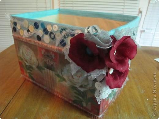 Я решила, что подруге явно не хватает в хозяйстве коробки для рукоделия. То, что это будет именно коробка, я решила точно, но вот какая она будет - долго перебирала варианты. В итоге вот что вышло.  Расскажу по этапно, может, кому пригодится)) фото 20