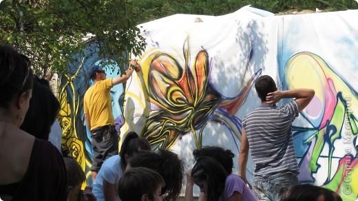 """Фестиваль искусств """"другой взгляд""""- Этот фестиваль был организован молодыми людьми с разным творческим идеи .Прекрасно настроение, много музыки и, в основном радость детям, каторые знакомили с искусством фото 4"""