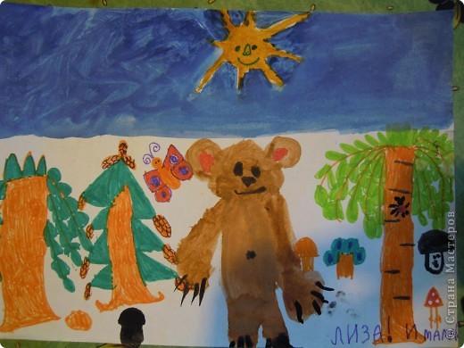 Рисовала картинку дочь 6,9 лет.Рамочку делала я из скрученных бумажных палочек. Затем расскрашивала их акварелью. Чтобы места стыковок замаскировать, приклеила сверху листочки. фото 4
